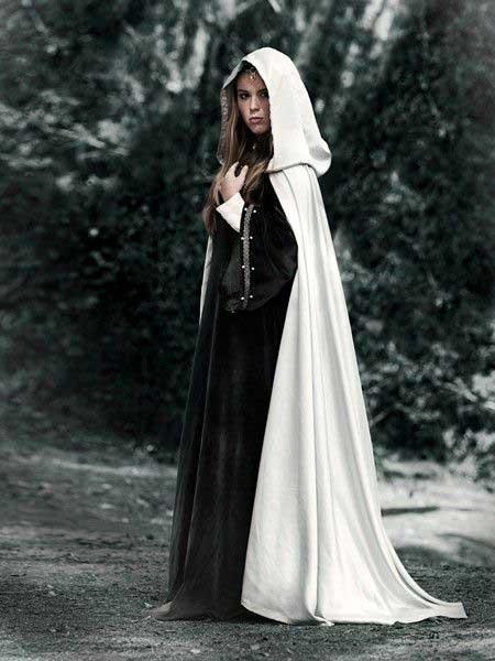 جالب است بدانید که cloak همان رداء و شنلهای بلندی است که مردم در گذشته برای پنهان کردن خود از آن استفاده میکردند!